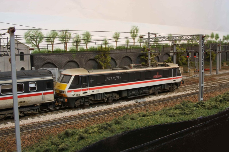 90 013 propels a mk3 set south.